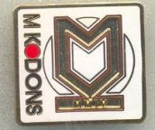 Anglická 2. soutěž: Milton Keynes Dons FC, smaltovaný, brooch pin, 23 x 21 mm
