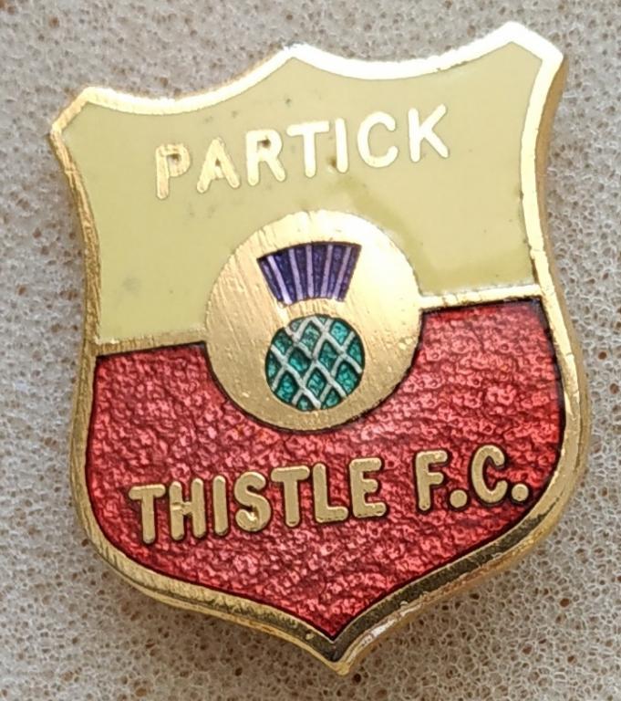 Skotská 1. soutěž: Partick Thistle  FC, smaltovaný z 60. let, brooch pin, 25 x 21 mm