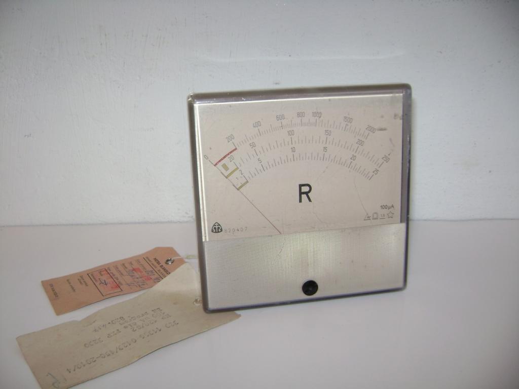 Starý měřicí přístroj Metra Blansko z r. 1976 (S)